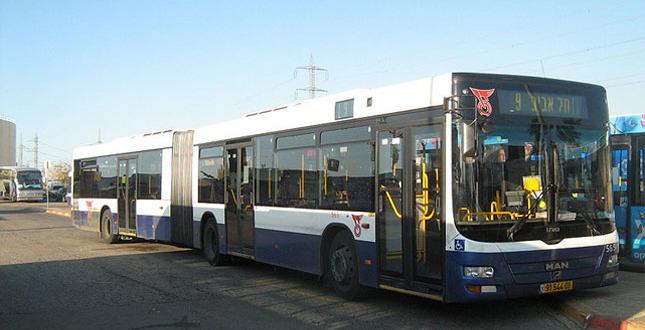 תחבורה ציבורית בשבת – צורך חברתי או עבירה על החוק?